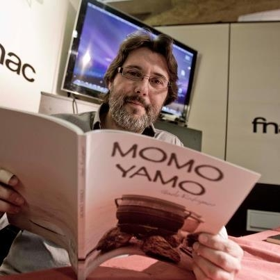Interviajes en la presentación del libro Momo-Yamo del ilicitano Guele Rodríguez.